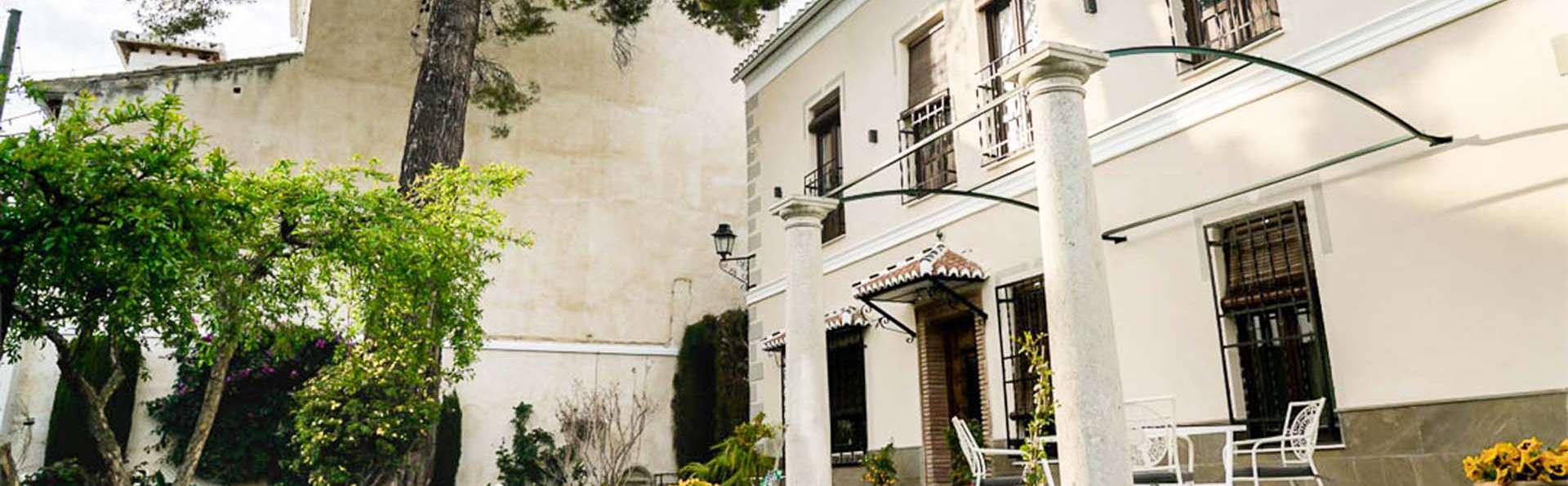 Escapada Romántica en junior suite con cava y bombones cerca de Granada