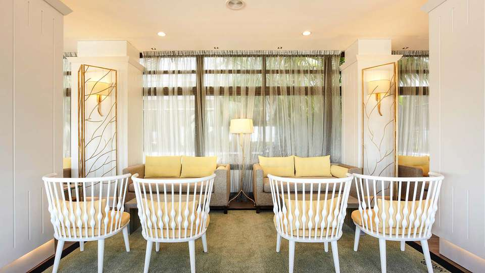 GPRO Valparaiso Palace & Spa - EDIT_Bistro_-_sofas_inside__6_.jpg