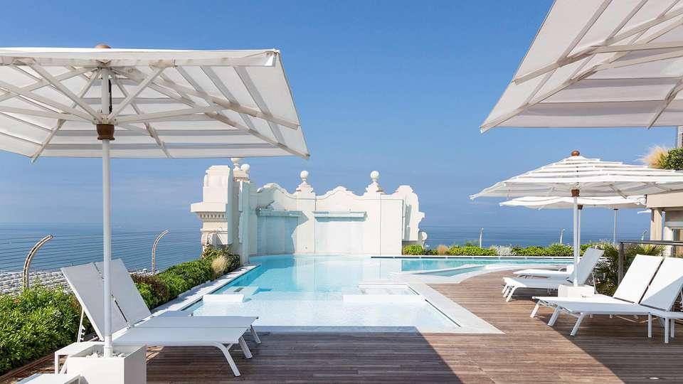 Grand Hotel Principe di Piemonte - EDIT_Rooftop_terrace_pool_02.jpg