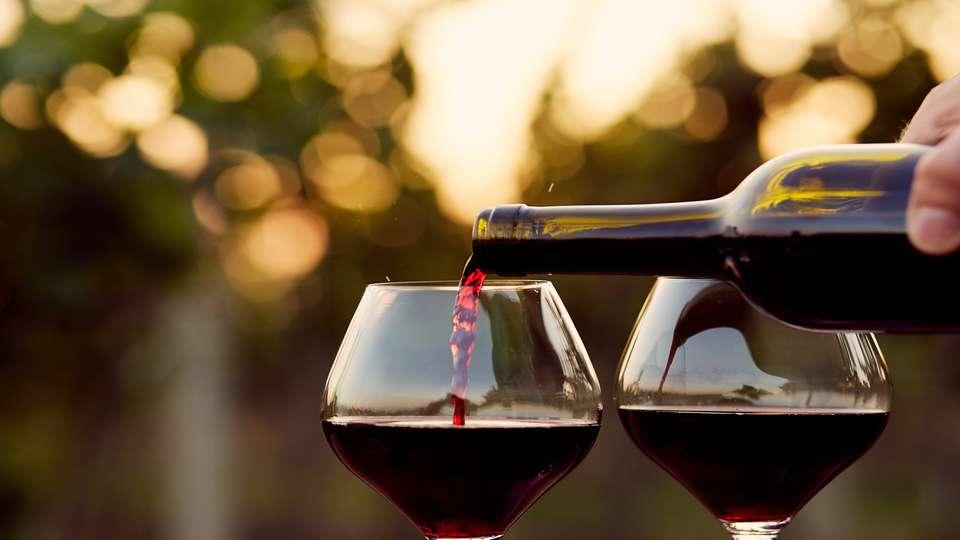 Quality Suites Bordeaux Aéroport & Spa - vino.jpg