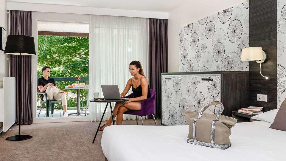 Najeti Hôtel du Parc - EDIT_chambre_luxe_01.jpg