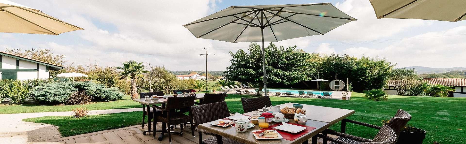 Hôtel Laminak, The Originals Relais (Relais du Silence) - pdj_en_terrasse.jpg