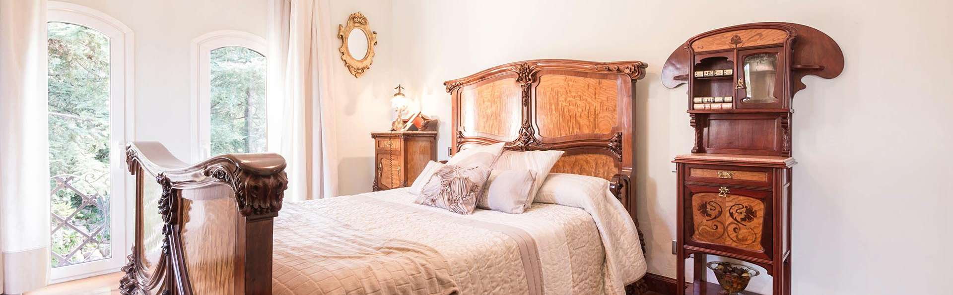 Enamórate con cava, pétalos y velas en la habitación Camelia en la naturaleza de La Garriga