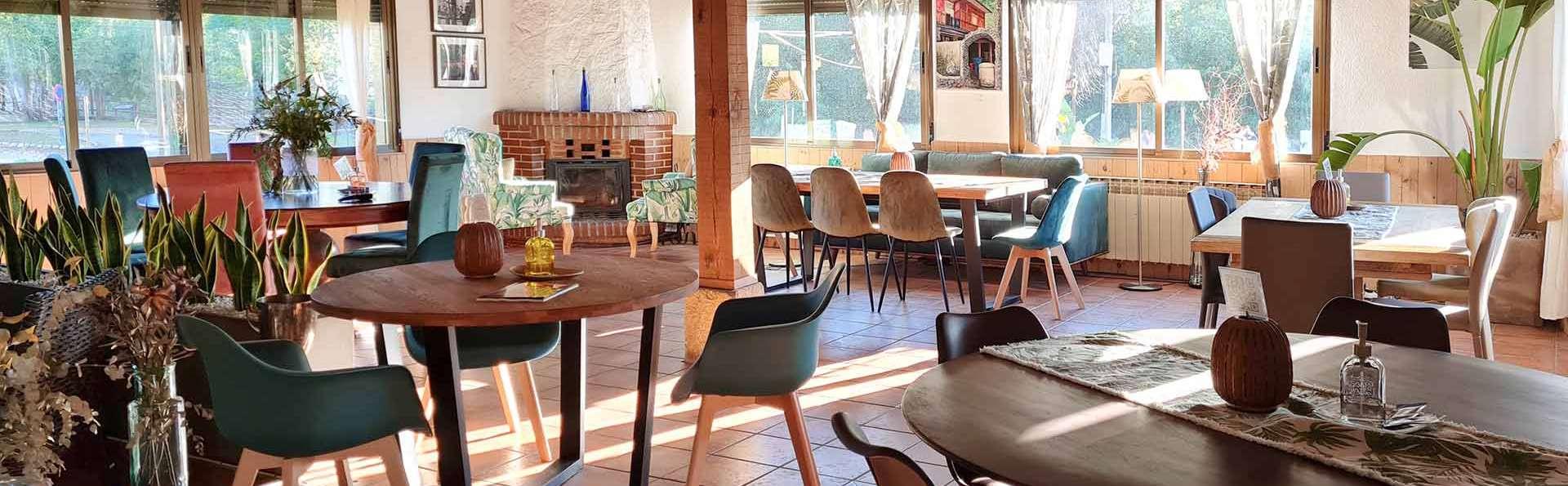 Cena, cava y desconexión total en hotel rural entre Extremadura y Castilla y León