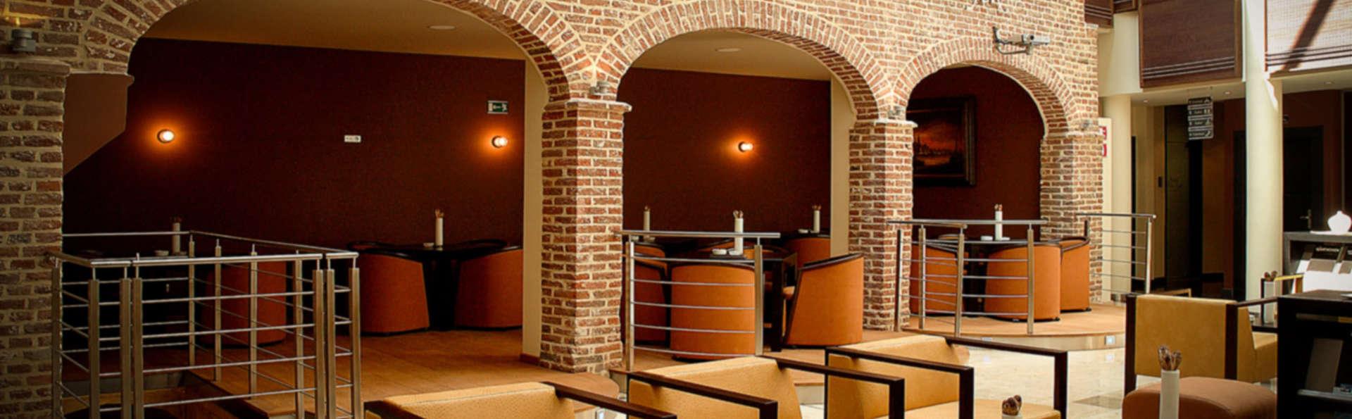 Van Eyck Hotel  - EDIT_Atrium_2-min.jpg