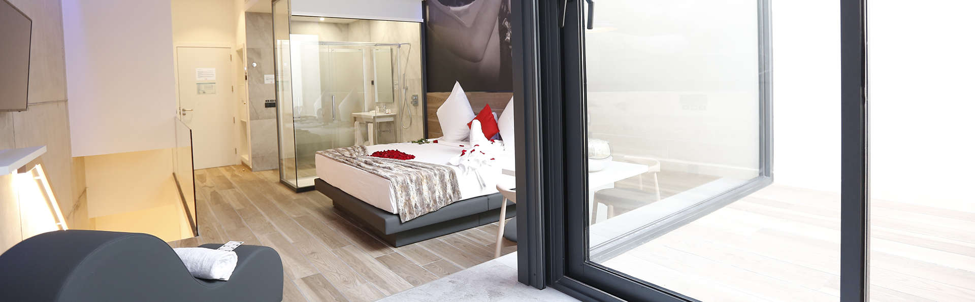 Hotel Loob Valencia (Adults Only) - EDIT_Master_habitacion_con_jacuzzi.jpg