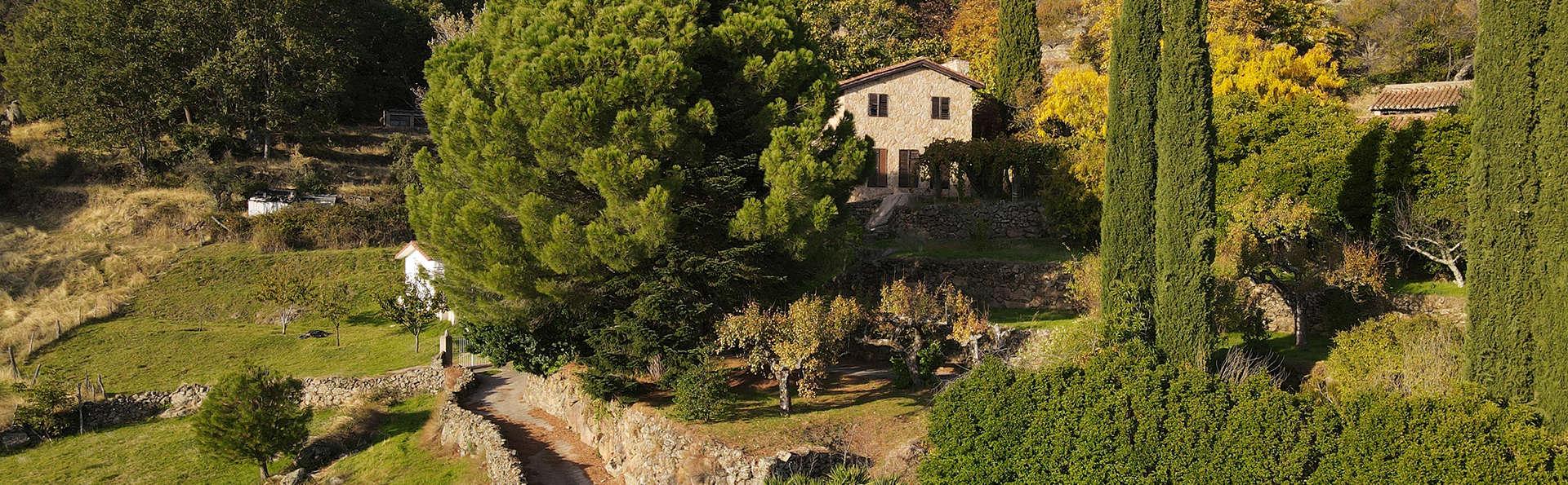 Disfruta de las vistas en habitación con terraza, a pie de la Sierra de Gredos