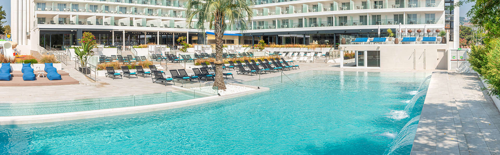 Hotel l'Azure - EDIT_FRONT_Y_PISCINA_DAY.jpg