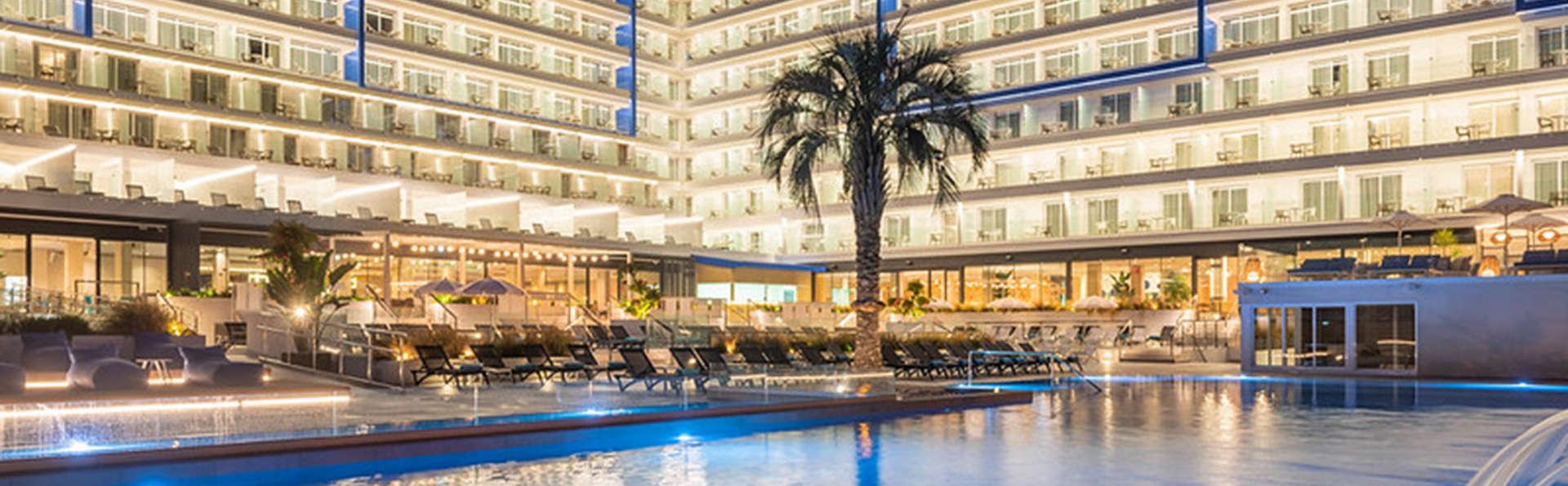Hotel l'Azure - EDIT_FRONT_Y_PISCINA.jpg