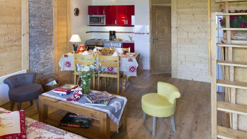 Vacancéole - Résidence Le Sappey - EDIT_appartement-sejour_1.jpg