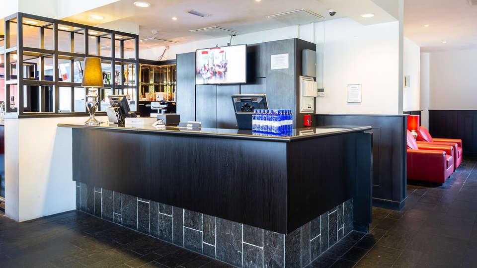 Bastion Hotel Zoetermeer - EDIT_Receptie.jpg