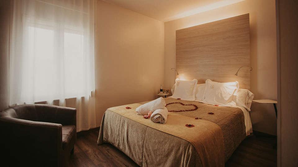 La Trobada Hotel Boutique - EDIT_ROOM_ROMANTIC.jpg