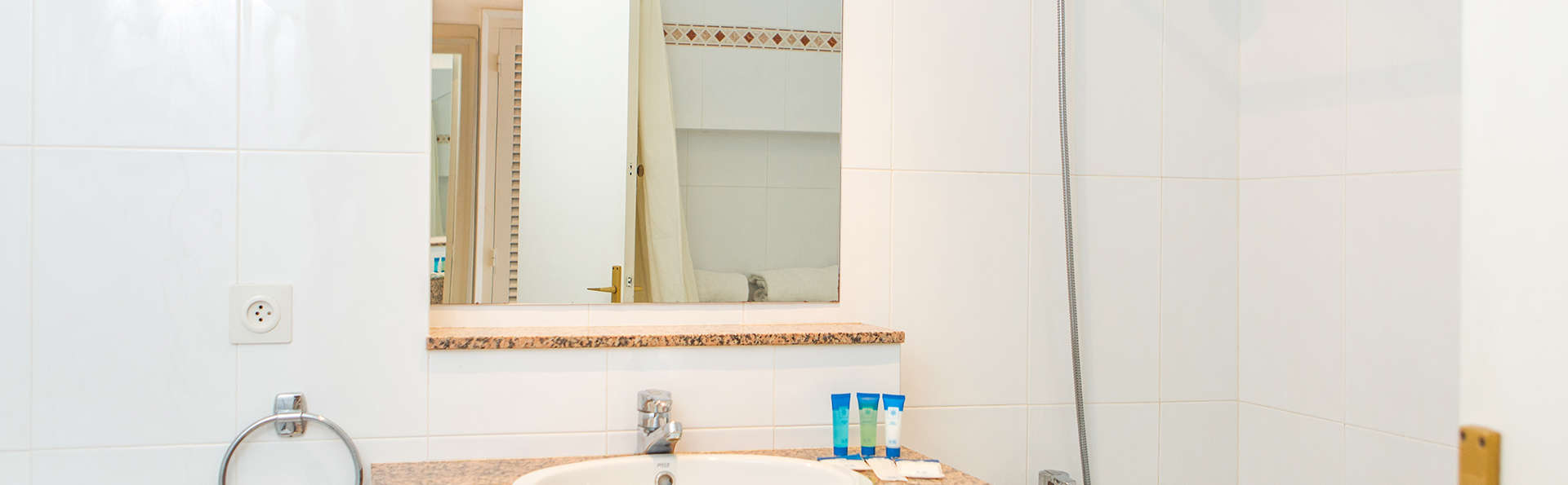 RVHotels Golf Costa Brava - EDIT_BATHROOM.jpg