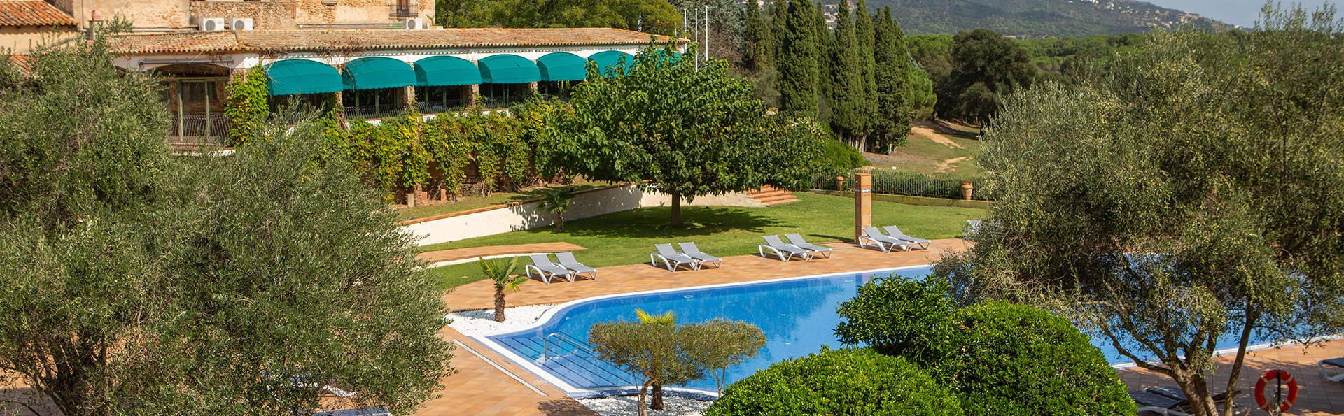 RVHotels Golf Costa Brava - EDIT_FRONT_WITH_POOL_2.jpg