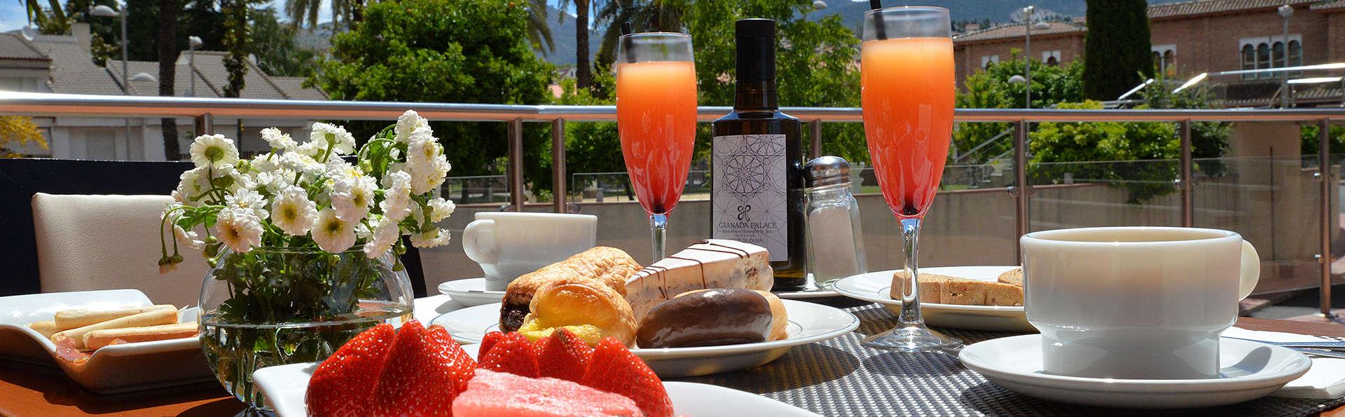 Escapada en Granada con Cena, spa y bañera de hidromasaje privada (desde 2 noches)