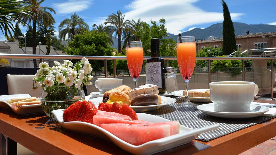 Hotel Granada Palace - EDIT_DESAYUNO_TERRAZA.jpg
