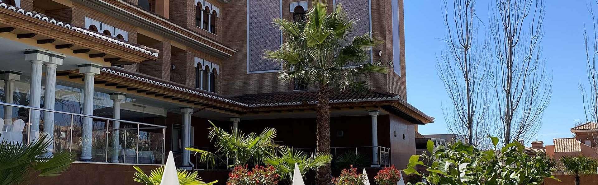 Hotel Granada Palace - EDIT_GARDEN.jpg