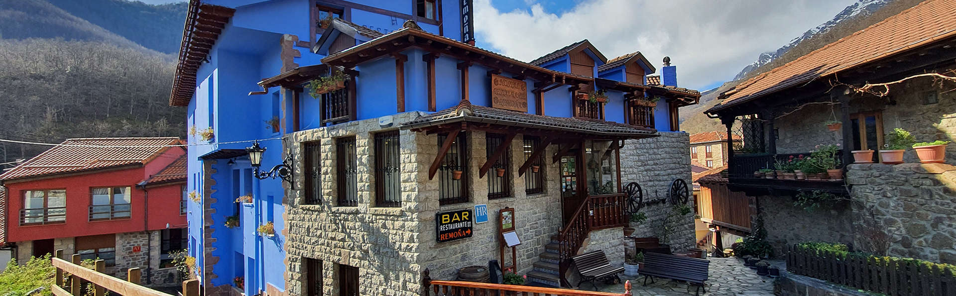 Hostal Restaurante Remoña - EDIT_exterior.jpg