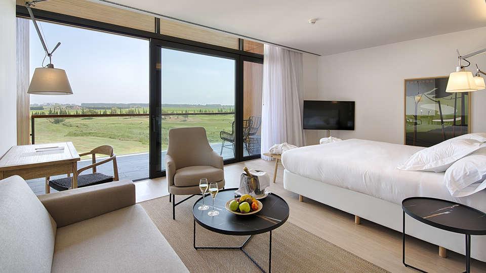 Hotel Empordà Golf - EDIT_JUNIOR_SUITE.jpg