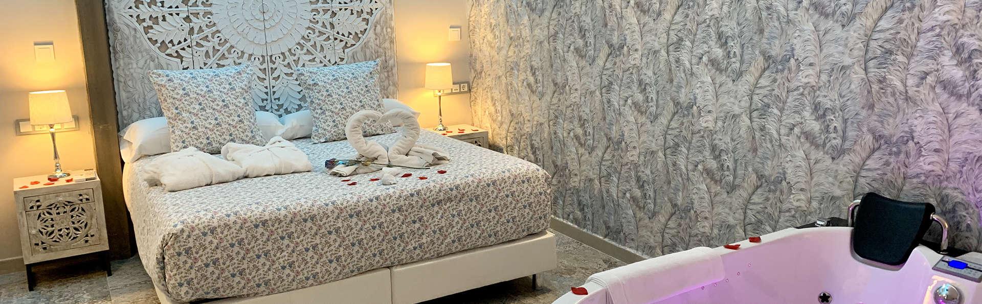 Escapada Romántica in Suite con jacuzzi, 1h de spa privado y cava en el centro de Mérida