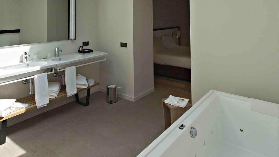 Hotel Can Xiquet - EDIT_BATHROOM.jpg