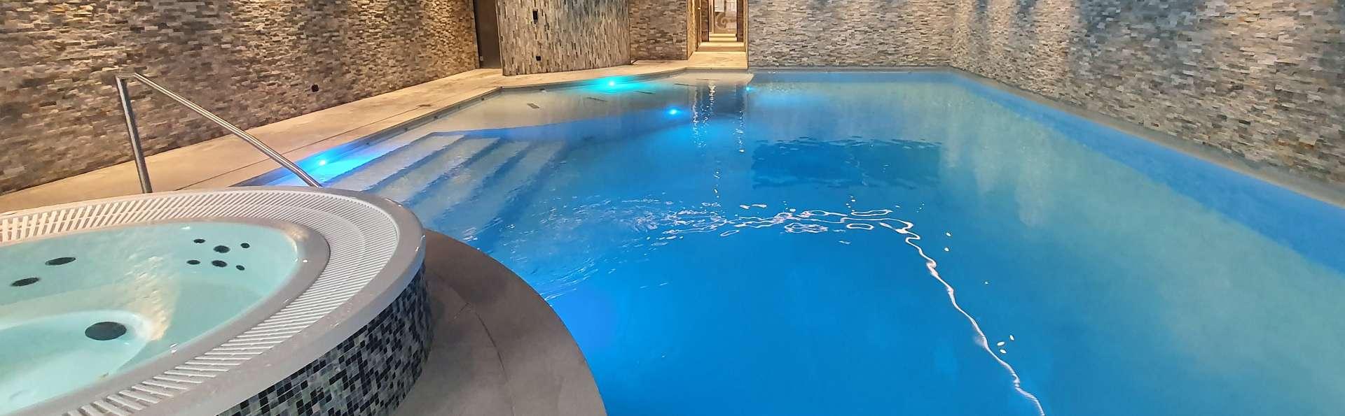 Hotel Nivelles-Sud Van der Valk - Piscina_interior.jpg