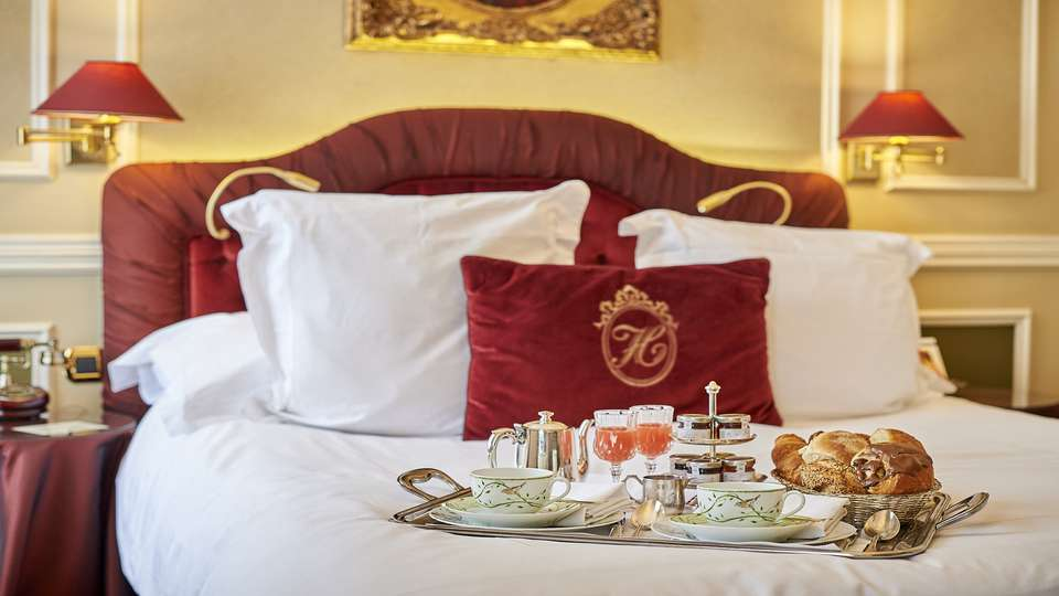 Relais & Châteaux Hotel Heritage - R_CHotel_Heritage-Classicroombreakfast-_LaurusDesign.jpg