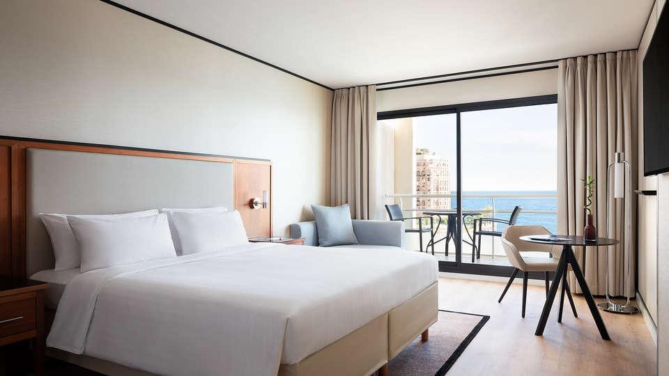 Hôtel Riviera Marriott La Porte de Monaco - EDIT_King_bed.jpg