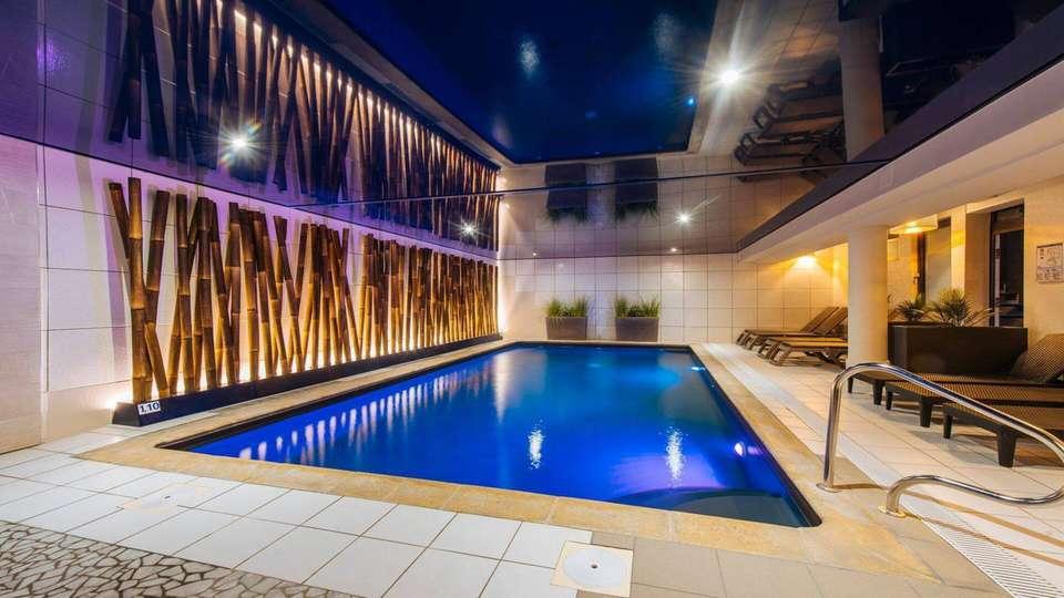 Best Western Plus Au Cheval Blanc Mulhouse Nord - piscine-1.jpeg