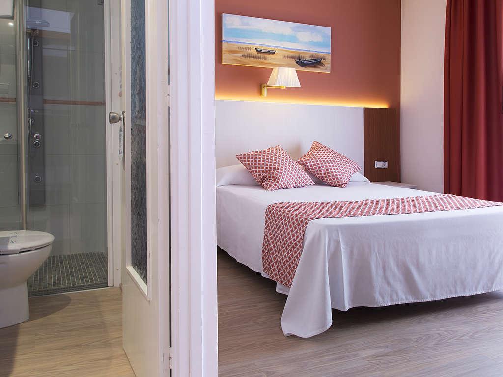 Séjour Espagne - Offre d'été à Calella : demi-pension et une bouteille de vin dans un hôtel avec piscine  - 3*