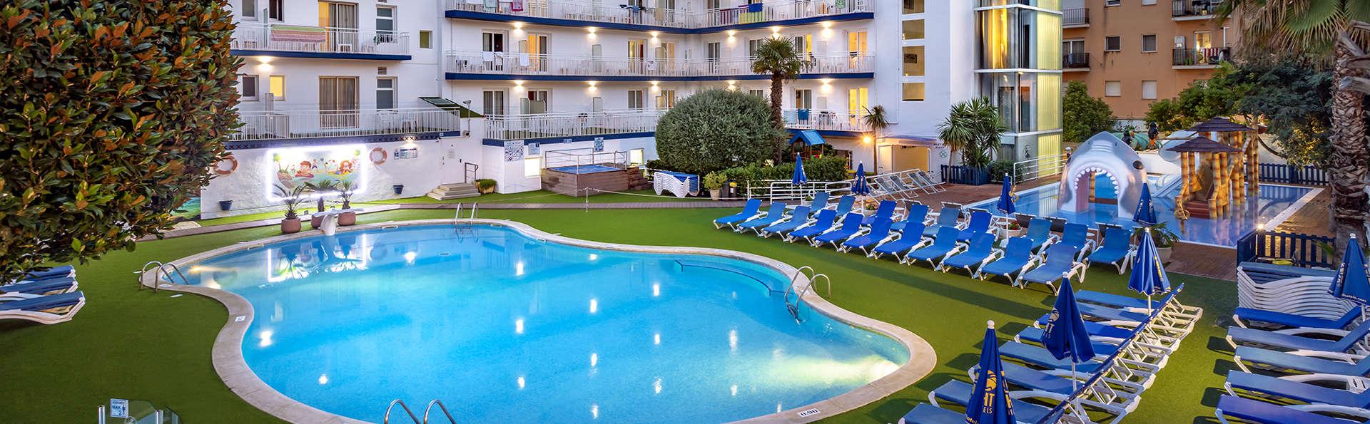 Vacaciones en Calella con dos niños incluidos en media pensión, en un hotel para familias