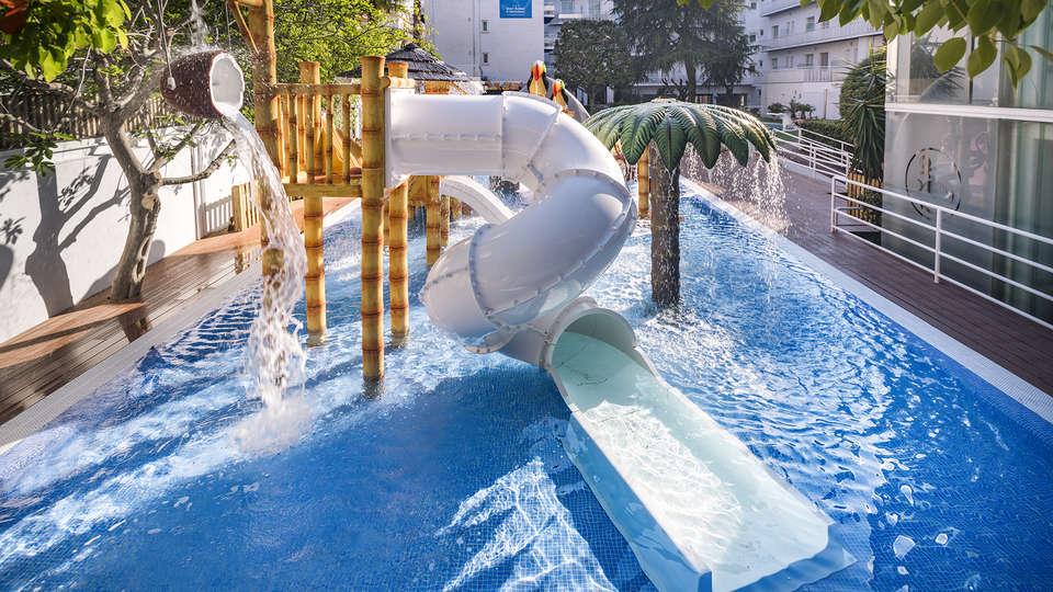 Hotel GHT Balmes - EDIT_POOL.jpg