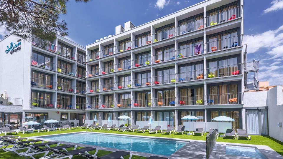 Hotel GHT Sa Riera - EDIT_piscina.jpg