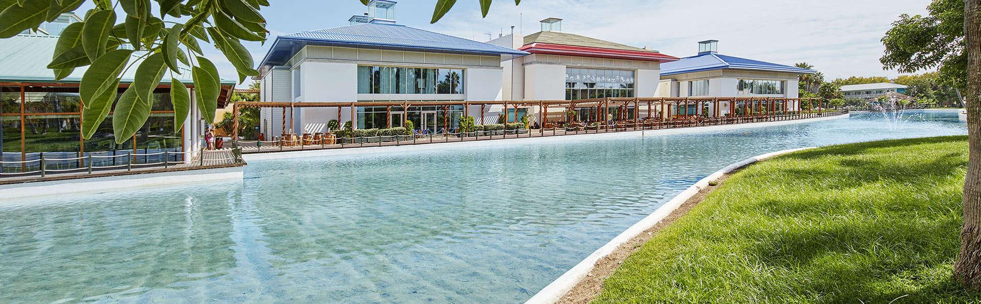 PortAventura Hotel Caribe - EDIT_PISCINA_Y_FRONT.jpg