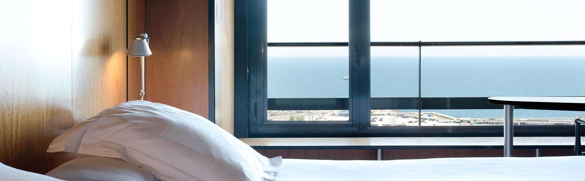 Descubre la Barcelona más bonita: en habitación vista mar en un hotel con piscina rooftop