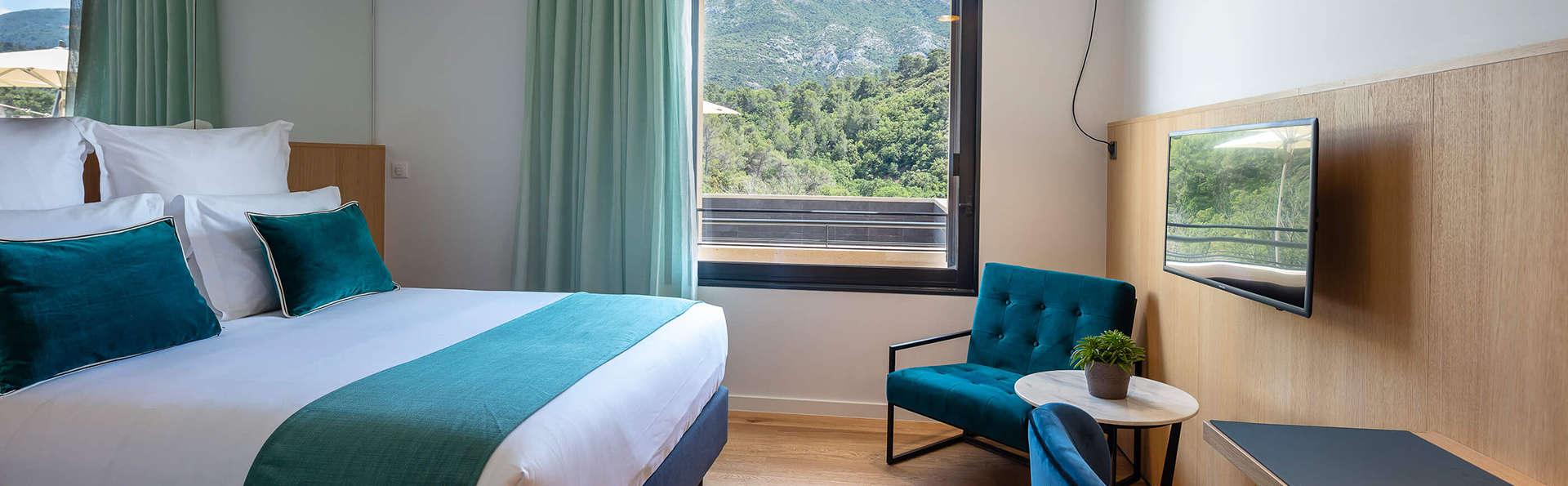 Hôtel Sainte Victoire - EDIT_Chambre_Superieure_vue.jpg