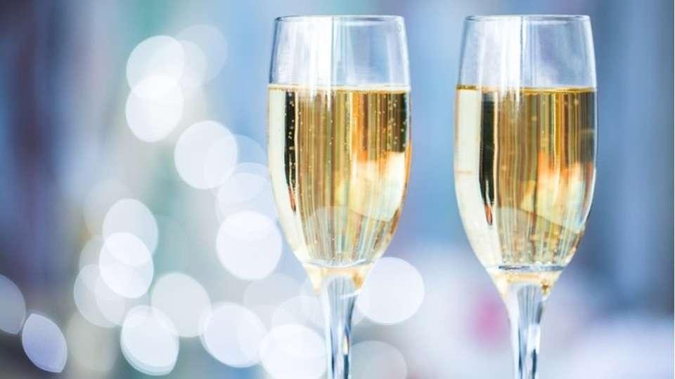 Novotel Lyon Bron Eurexpo - bigstock-two-champagne-glass-o.jpg