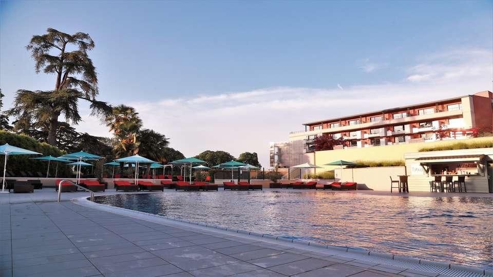 Hilton Évian les Bains - piscine-4.jpg