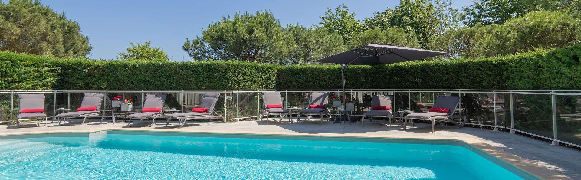 Quality Suites Bordeaux Aéroport & Spa - Piscine.jpg