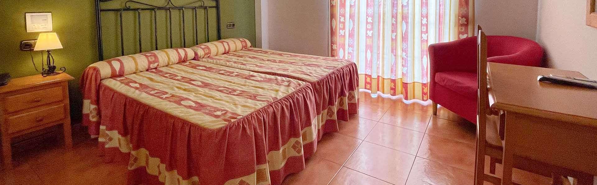 Escapada Romántica con cava y bombones en un hotel rural con encanto cerca de Granada