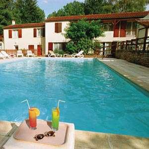 Hôtel Restaurant Les Falaises - Falaises-piscine300.jpg