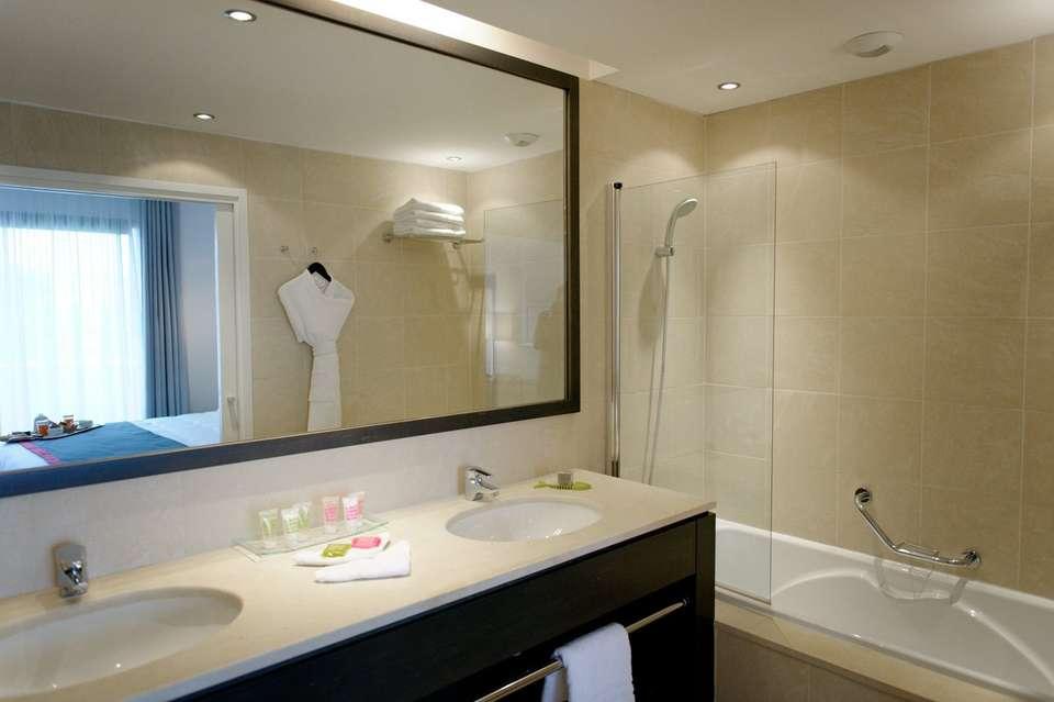 New Hôtel Of Marseille - newhotelofmarseille_salledebainchambrestandard.jpg