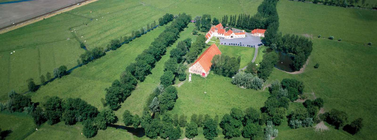 Hostellerie Hof Ter Doest - HostellerieHofTerDoest_Airview.JPG