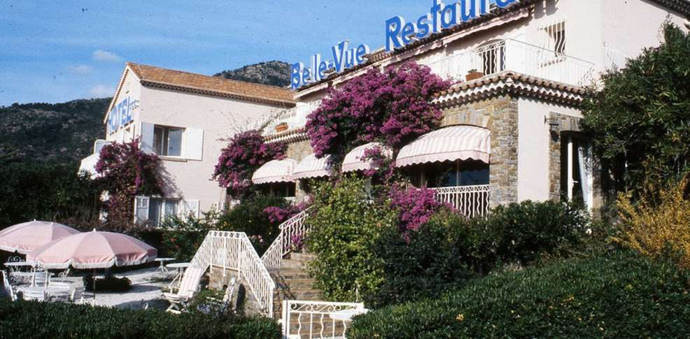 H tel belle vue 3 le lavandou france for Reservation hotel paca