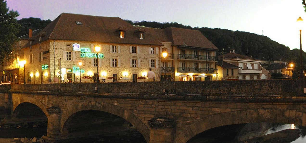 Best Western Grand Hôtel du Pont d'Or - HotelLePontd_Or_facade_nuit.jpg