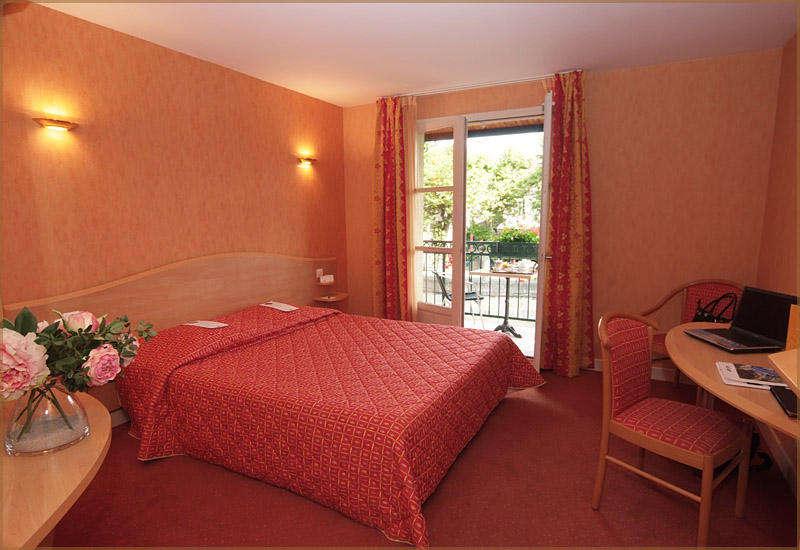 Week end de charme figeac avec 1 acc s la piscine - Hotel avec jacuzzi dans la chambre midi pyrenees ...