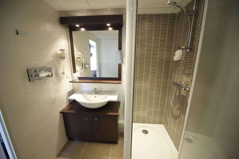 Brit Hôtel Cap Ouest - BritHotelCapOuest_sdbchambredoubleconfort.jpg
