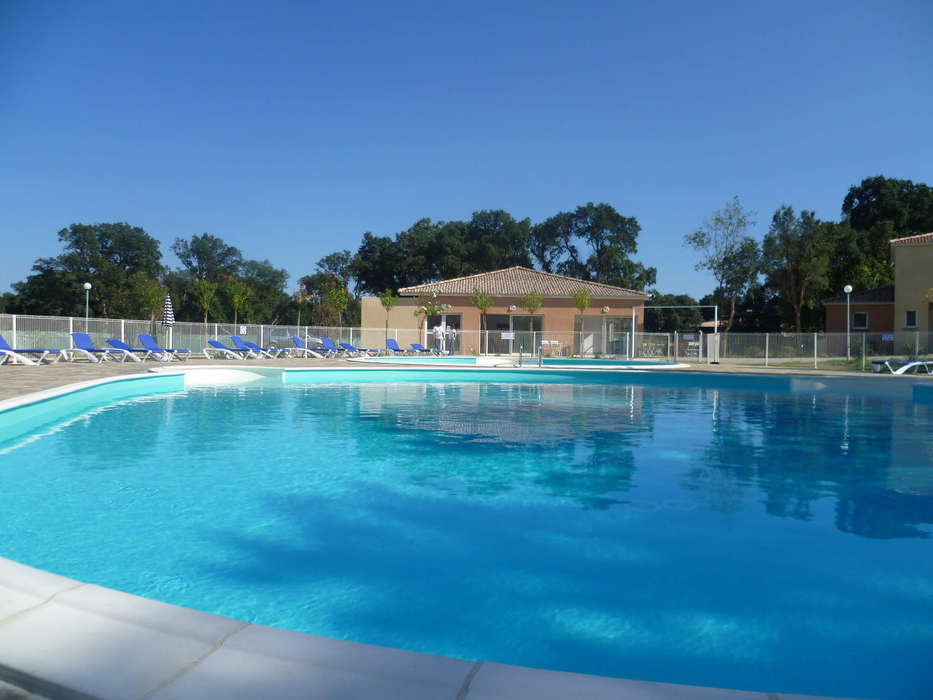 Le Domaine de Mélody - Outdoor swimming pool