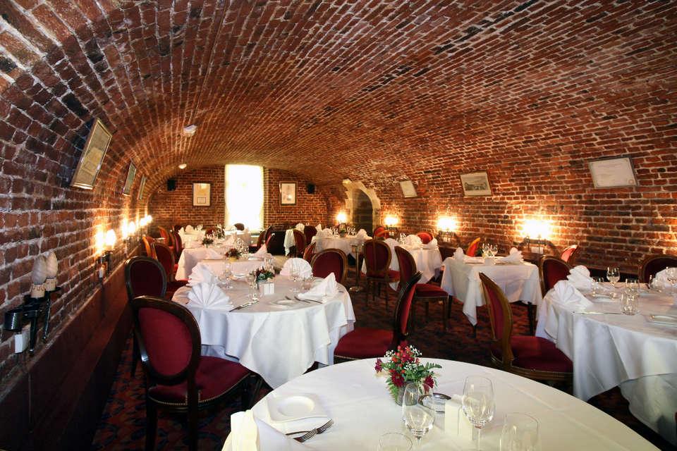 Château de La Motte Fenelon  - Les_Douves_restaurant.jpg