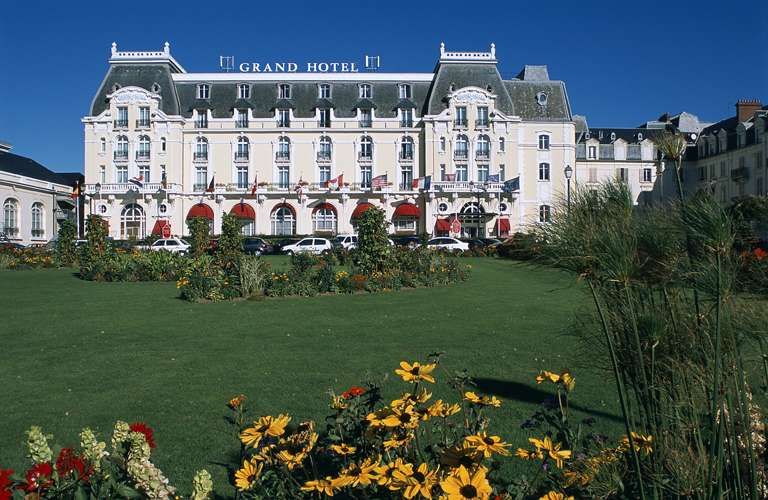 Grand h tel de cabourg 5 cabourg france for Chambre 414 grand hotel cabourg